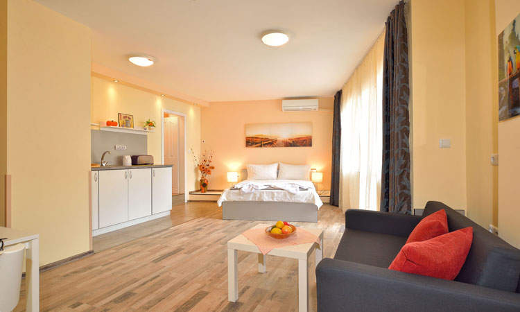 Central Studio 3 in Burgas - Holiday apartment in the heart of Bourgas city for Rent