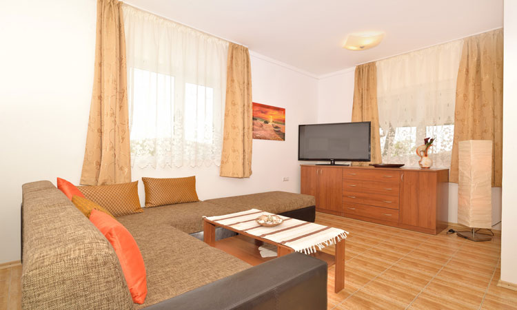 Royal Villas - Holiday Bungalows with Pool in Bulgaria for Rent