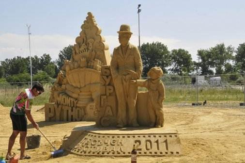 The Sand Figures Festival 2011