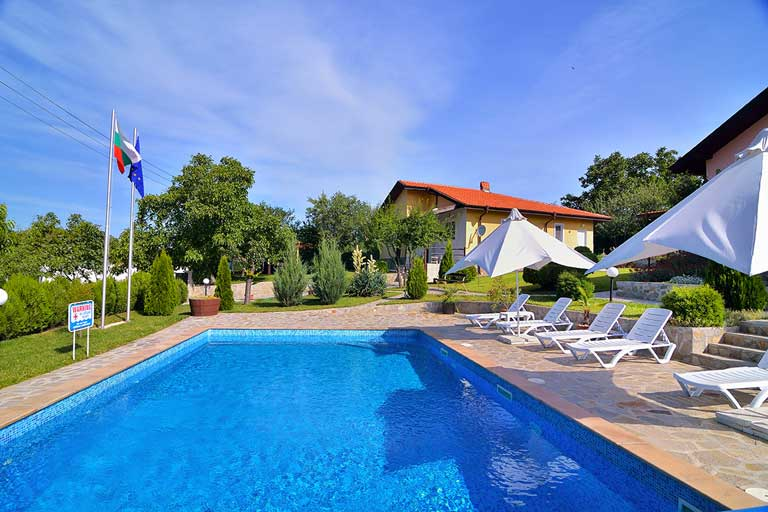 Royal villas with private pool for 12 people, Sunny beach area