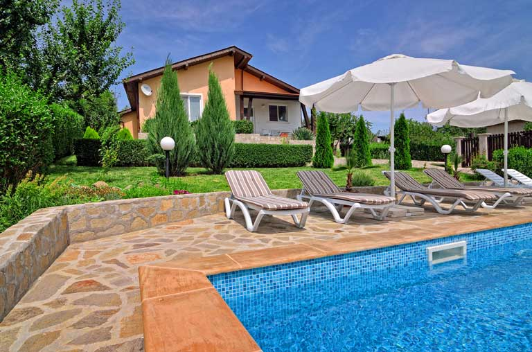 Villa Knox with private pool, Sunny beach area